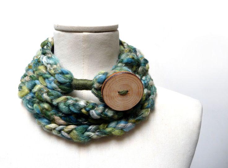 Sciarpa collana ad anello in lana verde oliva di ixela su DaWanda.com