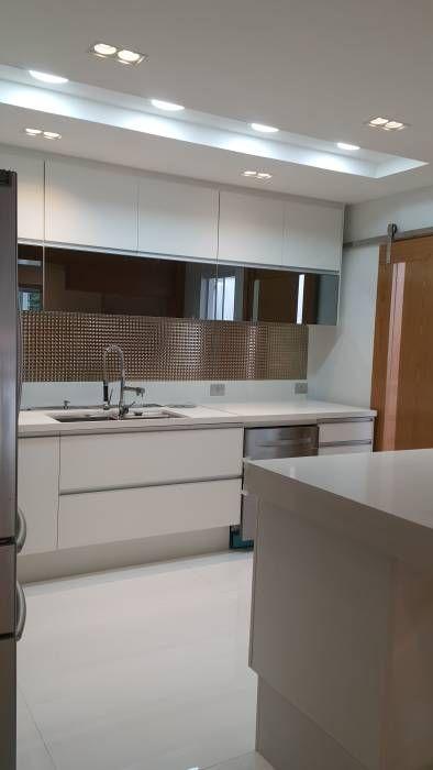 Projeto cozinha integrada ao jantar. Por Lucio Nocito Arquitetura : Cozinhas Moderno por Lucio Nocito Arquitetura e Design de Interiores