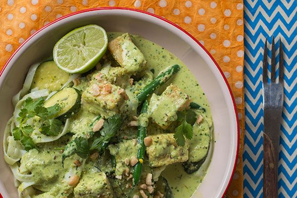 Zucchini, green bean and coconut curry with fried tofu and rice noodles – Recipes – Bite