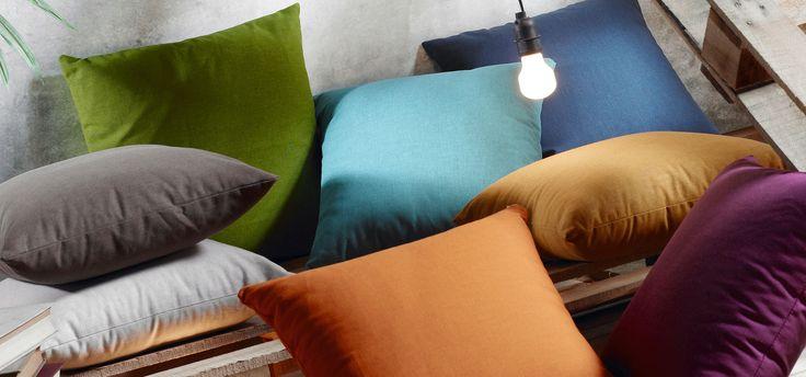 ¿Cómo dar un aire nuevo a tu casa sin un duro? Nuestros #salones a menudo se convierten en un vertedero de objetos que un día aparecen y que, no se sabe porque, permanecen por tiempo indefinido en nuestras vidas.  https://dhomeklub.com #muebles  #decoración   #interiorismo   #inspiración  #diseño