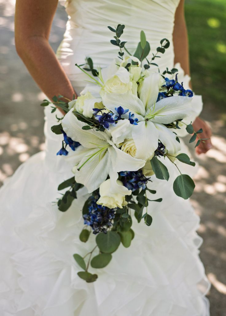 Toledo Botanical Garden wedding photos, bouquet from Beautiful Blooms by Jen - Photos by Luckybird Photography