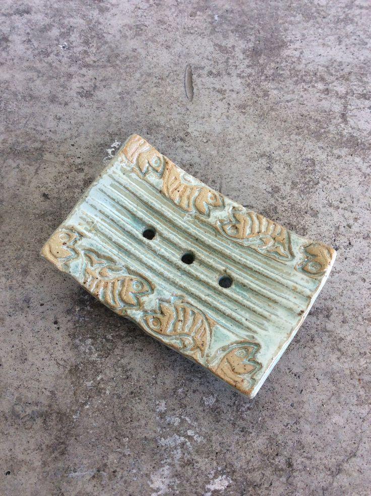 Schale für Seife Keramik grün mit Fisch Motiv von Drehdich auf Etsy