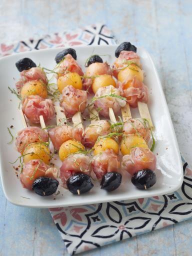 Brochette de melon, jambon de montagne et olives