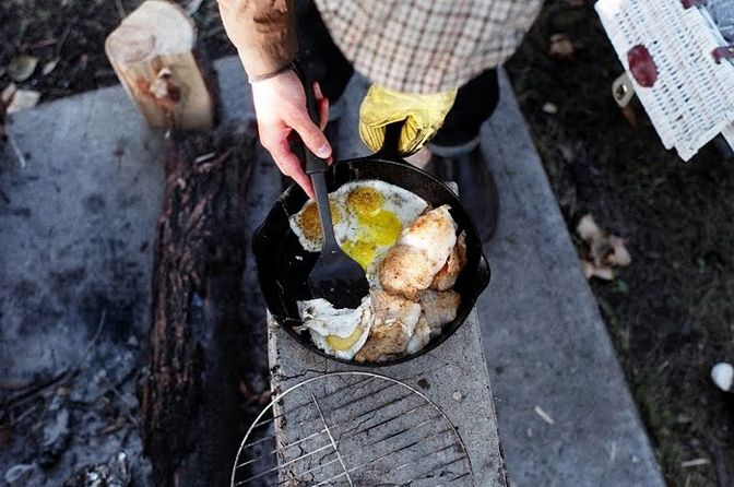 give me a bigger skillet: Eggs, Cast Irons Grill, Cast Irons Cooking, The Great Outdoor, Rose Crowns, Campfires Breakfast, Camps Meals, Camps Food, Campfires Food