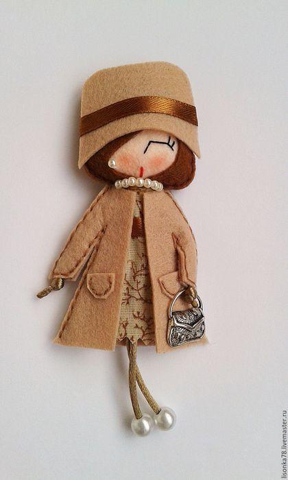 Купить или заказать Брошь-куколка из фетра в интернет-магазине на Ярмарке Мастеров. Брошь-куколка из фетра и хлопка. Выполнена вручную. Цветовое решение возможно подобрать под любой предмет гардероба. Брошка добавит в Ваш образ изюминку и неповторимость.…