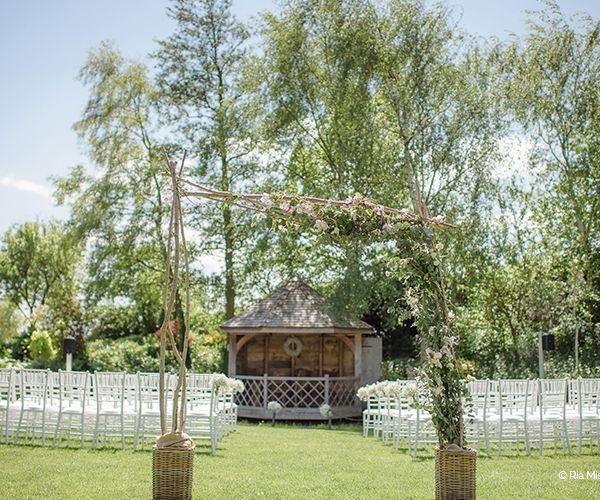 Outdoor ceremony at South Farm wedding venue in Cambridgeshire   CHWV