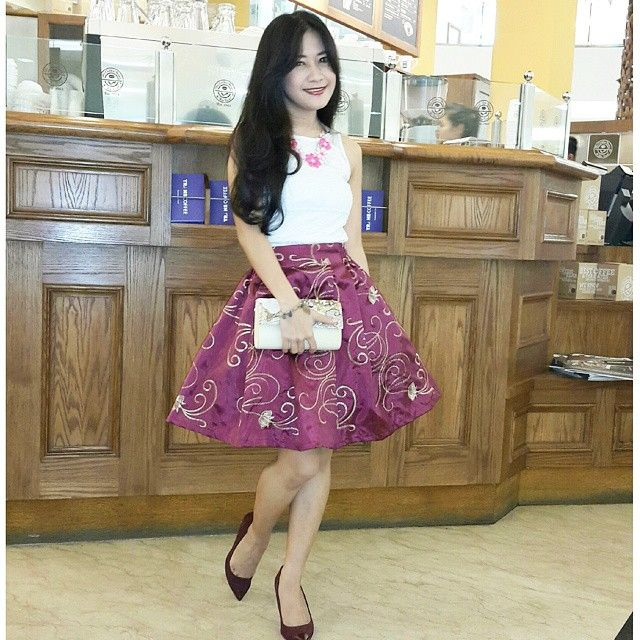my darling, Leonita Julian is wearing our kannah skirt _ mini _ maroon for her tea party with friends ^_^ thank you, sayang....