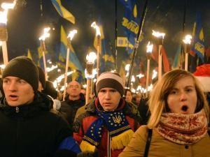 Des milliers d'ultranationalistes défilent à Kiev pour commémorer Stepan Bandera !!! • Hellocoton.fr