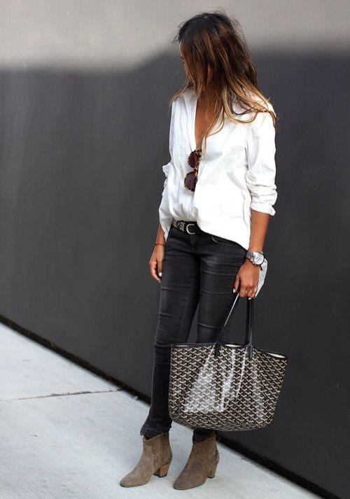 deze outfit is leuk handig...... waarom ik deze outfit zo mooi vind is omdat het gewoon een wit bloesje is met een gewoon simpele zwarte broek en mooie laarsjes gewoon bruin simpel.
