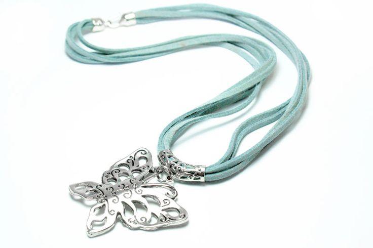Un collar dedicado a la belleza de las mariposas. http://latiendademaga.com/index.php/cuero?page=shop.product_details=flypage.tpl_id=31_id=10