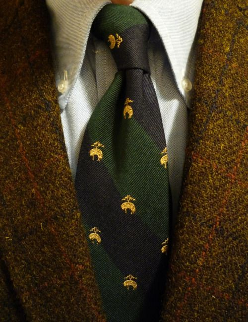 Tweed & Flannel Tuesday. Brooks Brothers Madison fit Harris Tweed jacket, Brooksweave shirt, ancient 'Makers' Golden Fleece tie from the Oakrook store of many moons ago, Peal & Co. brogues, and J. Press flannels. Colder today.