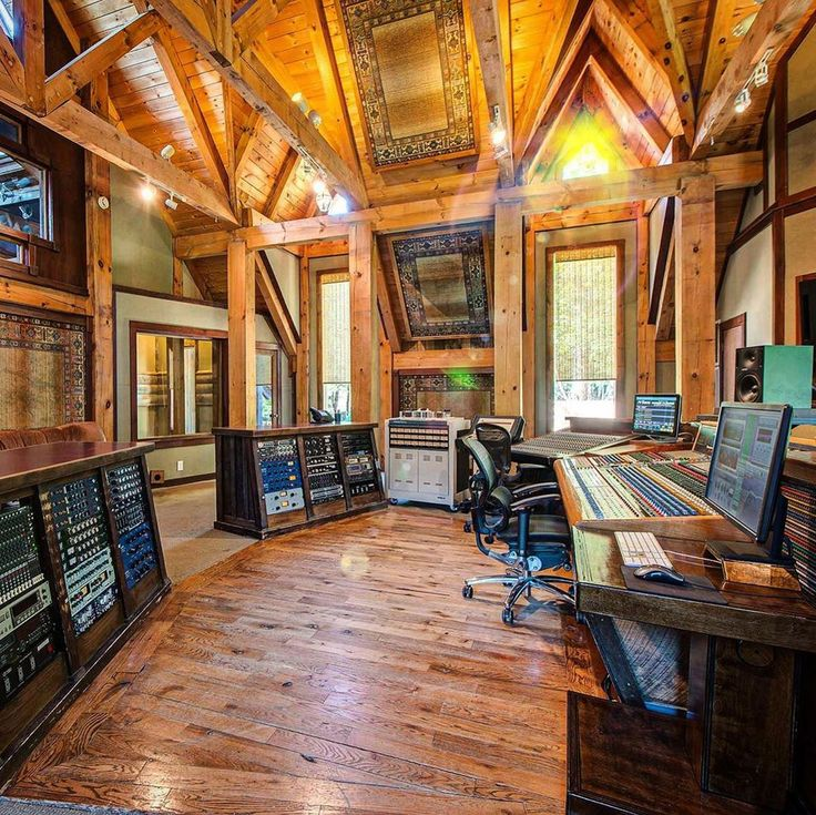 What a room! 🌲 The lodge at Dark Horse Recording
