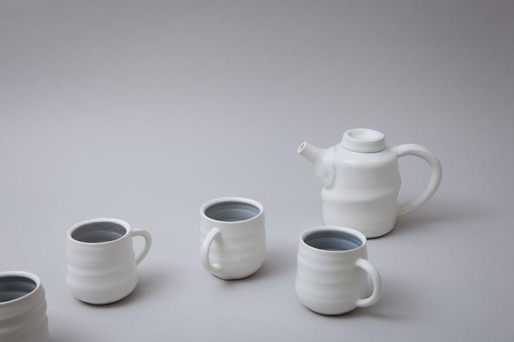 Tea pot and mugs
