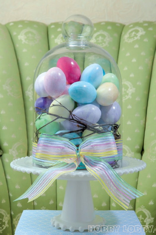 This easy DIY Easter cloche will sweeten up a centerpiece in no time! #hoptoit