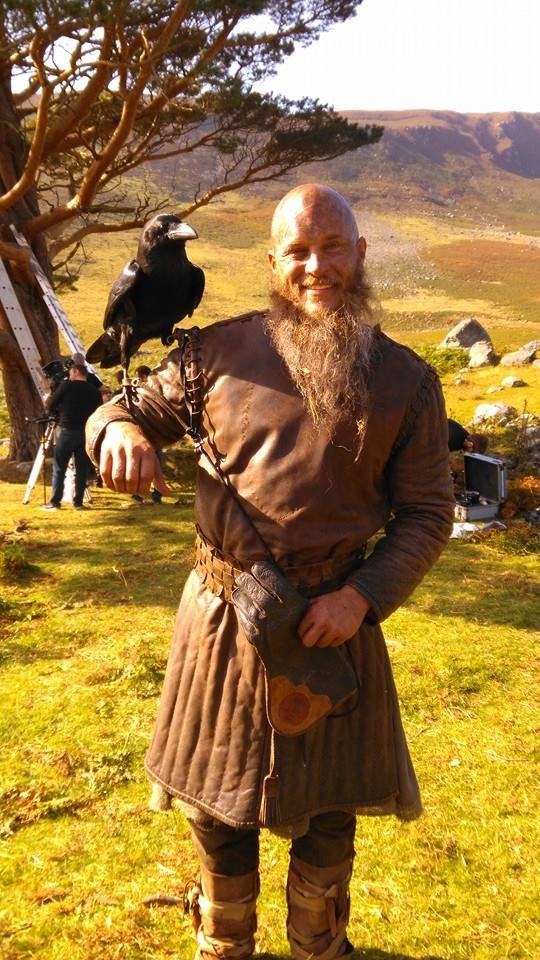 Travis/Ragnar on the #VikingsSeason4 film set. Photos by Raven Haven Aviaries. What an awesome pic!