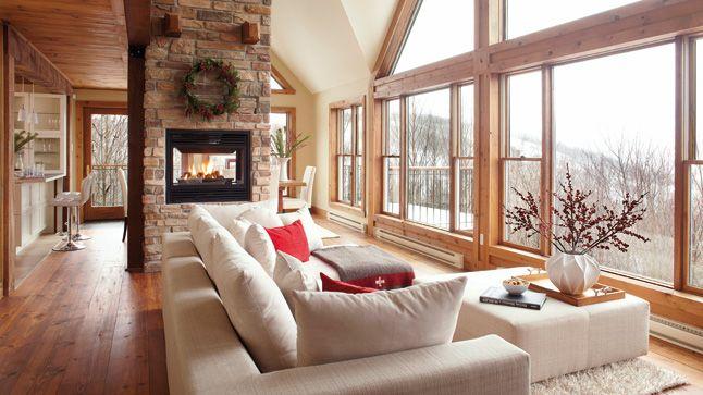 Avec une aussi belle vue qui a besoin d'un téléviseur dans le séjour? | Photo: Yves Lefebvre #salon #sejour #deco #foyer