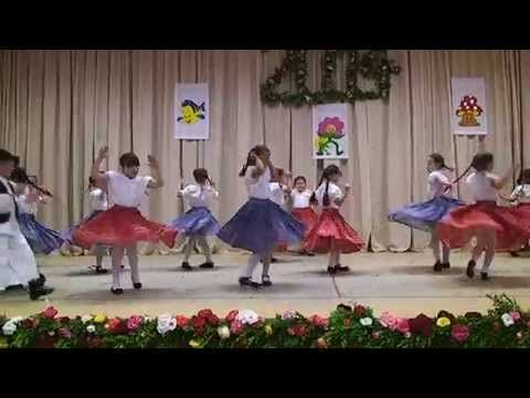 Ficánka csoport néptánc műsora 2014