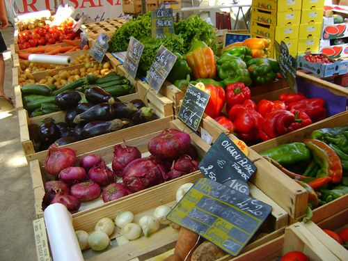street market, Collioure France. Photo by Suzette Barnett. trysomethingfun.blogspot.com
