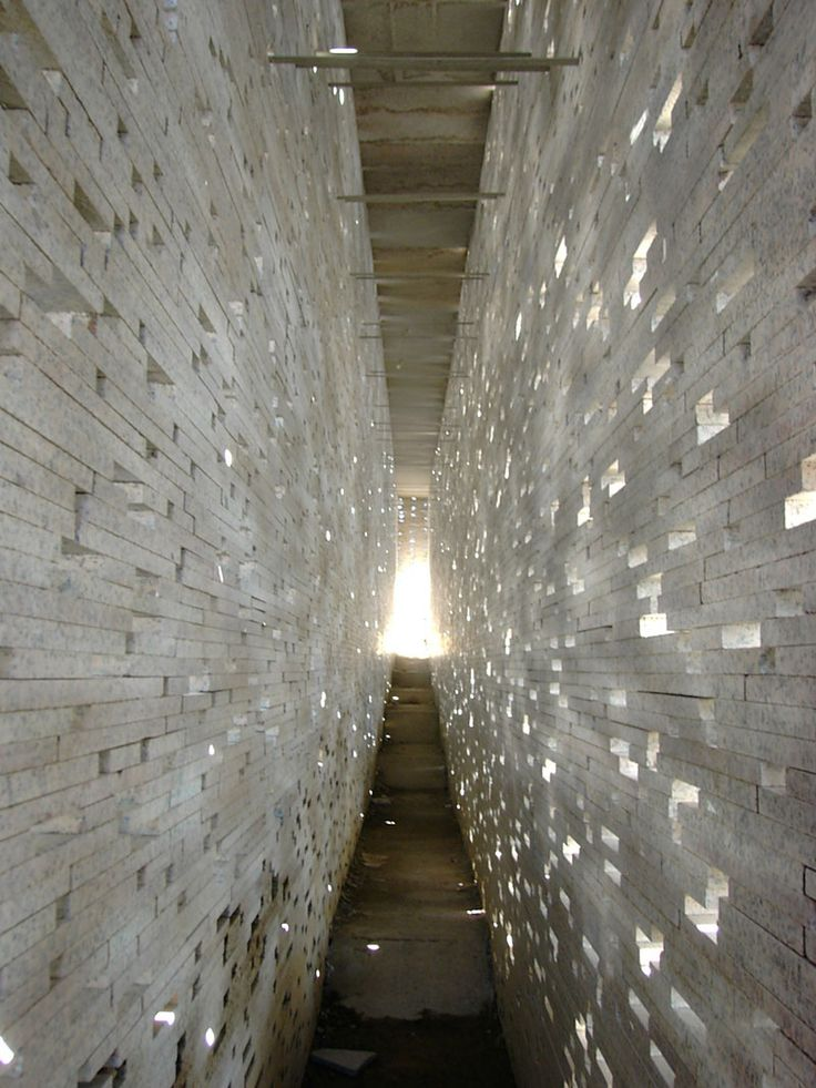 Masonry and light _Intervención en la muralla nazarí, Granada / Antonio Jiménez Torrecillas