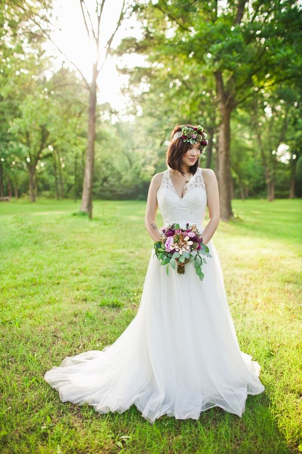 Beloved Bridal Boutique wedding dress. Easy purple and gold wedding ideas. Deisy Photography.