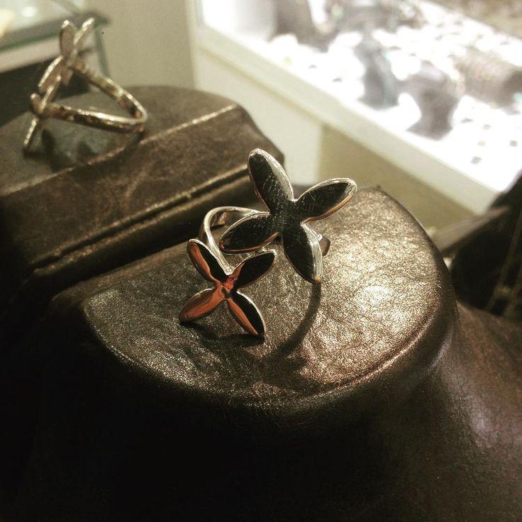 #gümüş #silver925 #elişi #sipariş #yüzük #model #moda #takı #tasarım #işçilik #atölye #gümüşatölyem #imalat #mağaza #jewellery #handmade #design #sanat #antika #mücevher #fantastic #natural #otantik #çizim #wantgümüş #üsküdar #istanbul http://turkrazzi.com/ipost/1520359001886398885/?code=BUZZnT-gZml