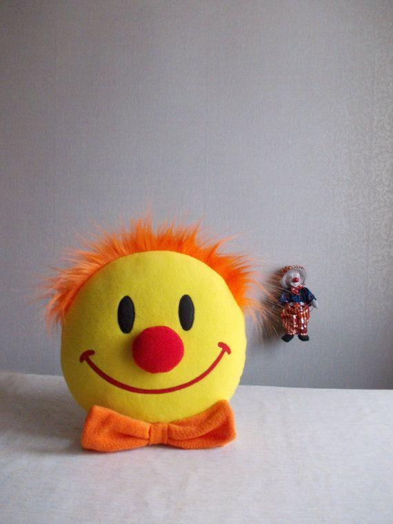 SMILEY Smiley face Smiley face pillow Emoticon by PillowsRollanda