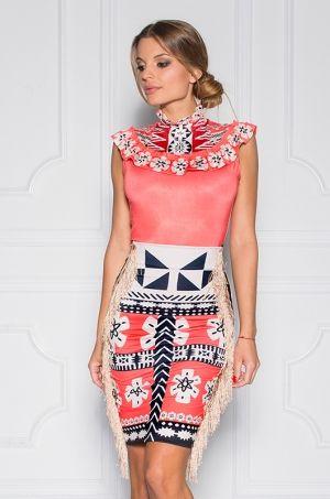 Jedinečný puzdrová sukňa z limitovanej Disney kolekcie - Moana / Vaiana. Jedinečnosť sukni dodáva výrazná potlač, strapcové boky. Sukňa je bez zapínania. Pružný a elastický materiál, krásne zvýrazní ženské krivky.