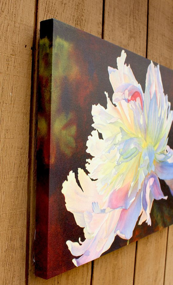 « June Light » est une qualité giclée sur toile étirée Galerie enveloppé, tiré dune aquarelle originale de Cathy Hillegas. Il montre une pivoine blanche et rose, éclairée par le soleil. Tirage est 18 « x 24 » et est profond de 1,5. Image entoure les bords. Le dos est fini avec un stock de papier noir épais et est livré avec un cintre. Aucune image nest nécessaire, mais vous pourriez ajouter un si vous le souhaitez. La deuxième photo montre la plus précise des couleurs.  Print est signée sur…