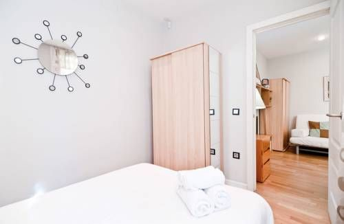 Latina VI Madrid Located in Madrid, this apartment features free WiFi. The unit is 200 metres from Plaza Mayor.  The kitchenette is equipped with a microwave.  Puerta del Sol is 400 metres from Latina VI, while Fnac is 500 metres from the property.