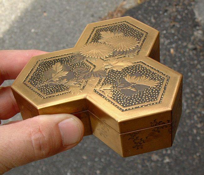Japanese Edo gold lacquer incense box c1865