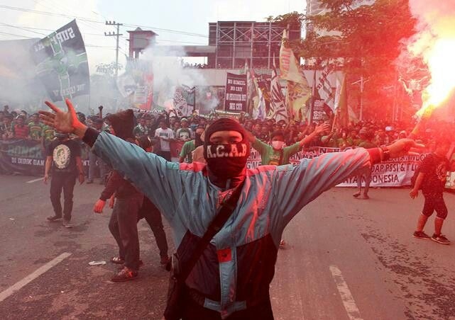 No Pyro No Party #Worldofultras #Bonek
