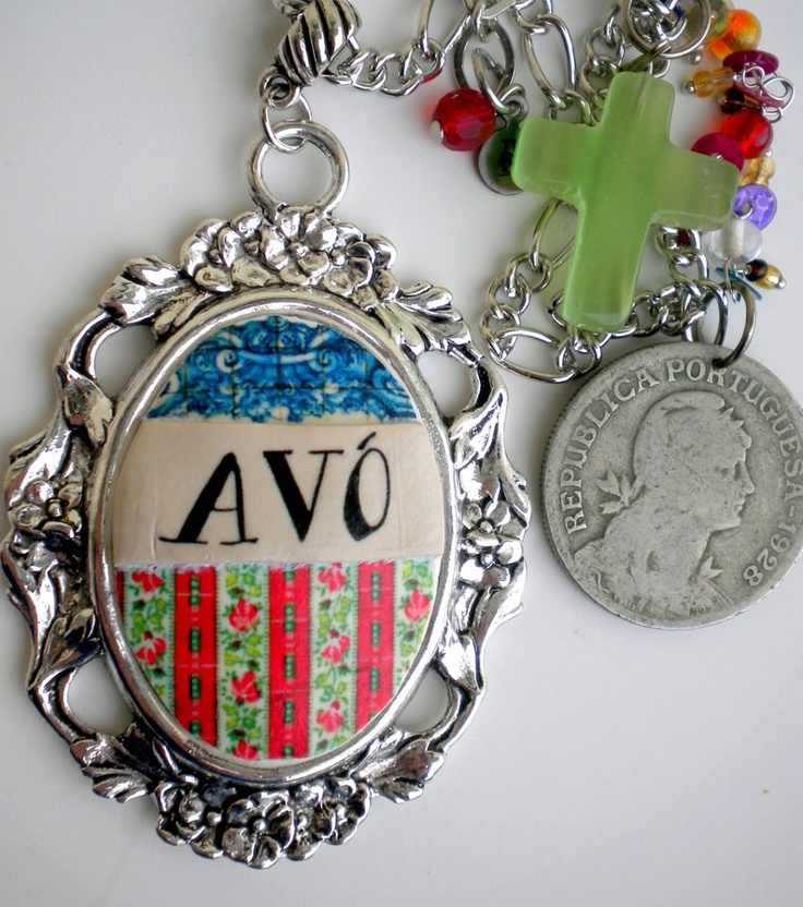 Avo is grandmother in portuguese.