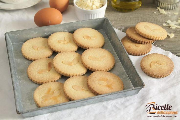 Biscotti di pasta frolla allolio e mandorle