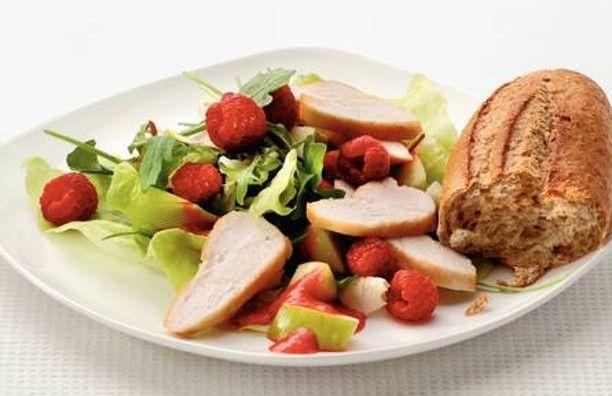 Salade met gebakken kip en frambozen