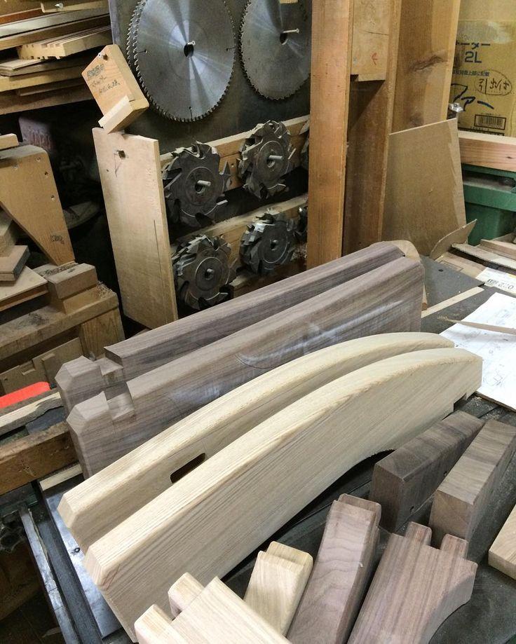 ソファーのアームを加工してます。  ピシャ決めないといけない部分。  #木工房ひのかわ#三代目#無垢材#タモ材#家具#家具工房#オーダー家具#furniture#woodworking #ウォールナット#walnut#woodwork#japan#ash#本革#撮影#leather#九州#木工#八代#熊本#ソファー#living#手加工#design#ホゾ#肘掛け#職人募集#sofa