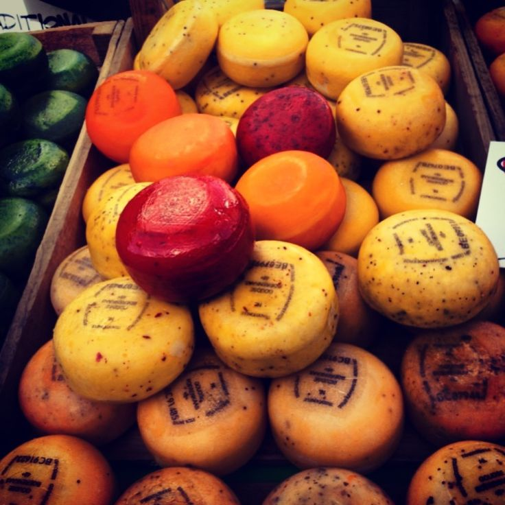 Albert Cuyp Markt in Amsterdam, Noord-Holland - a daily food market with cool shops and great street food