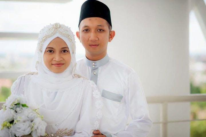 Happy Wedding Location: Sibu, Sarawak, Malaysia January 2015  http://weddinghijab.blogspot.com/2015/01/set-qisha-daun-white-beads-white.html
