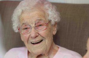 Ultah Nenek 105 tahun Undang Petugas Pemadam Kebakaran