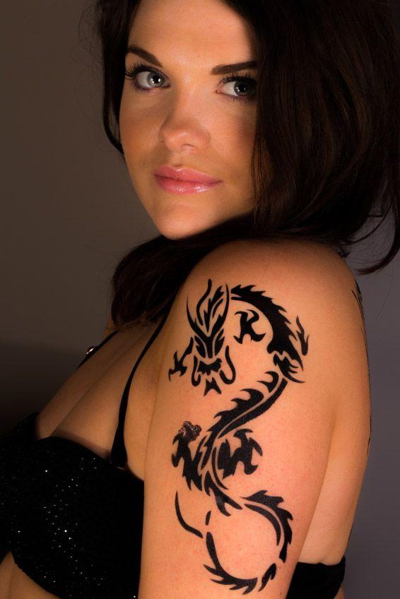Tatuajes de tinta oscura pueden entorpecer el diagnóstico de Melanoma, el cáncer de la piel más peligroso. Aprende sobre los riesgos que pueden provocar los tatuajes antes de decidirte. http://ucut.it/tatuaje