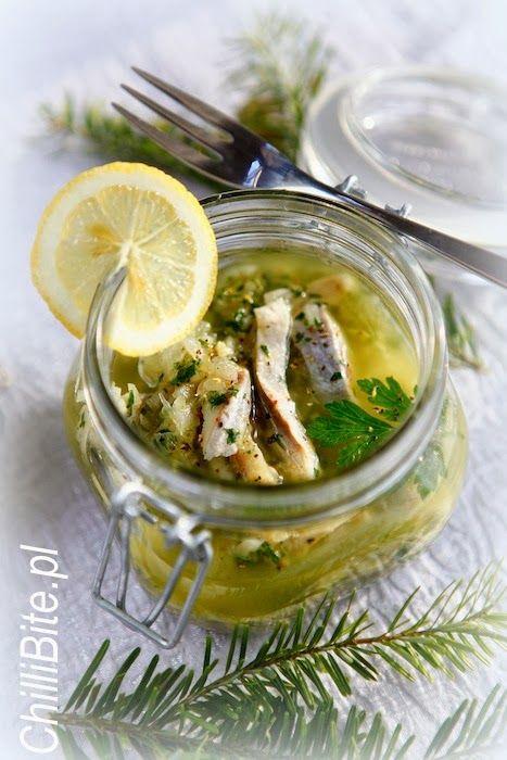ChilliBite.pl - motywuje do gotowania! Świetne przepisy, autorskie zdjęcia i dobra energia :): Wykwintne śledzie w cytrynie