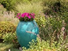 Using Focal Points in Garden Design: Blue Vase