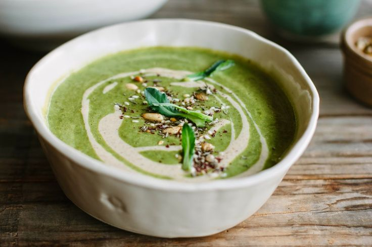 Джейми Оливер, Гордон Рамзи и Марта Стюарт о том, как приготовить идеальный суп из брокколи и чуть ли не сойти с ума от его вкуса.