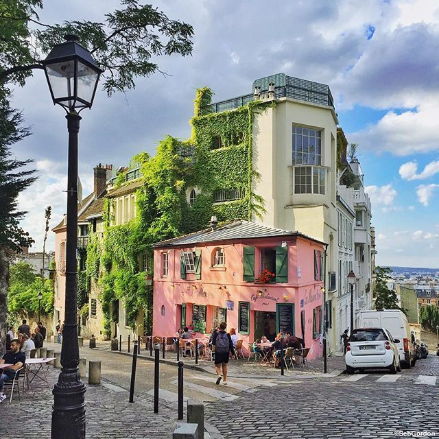 Pink from Montmartre Good morning wish you a peaceful week-end! #Paris #montmartre by seb_gordon