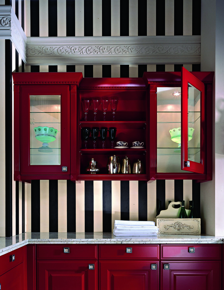 Renewed cabinets in red, definitely an eye-catcher. #grundig #kitchen #trends #inspiration #design #ideas #boldcolours #colourful #cabinet #stripes