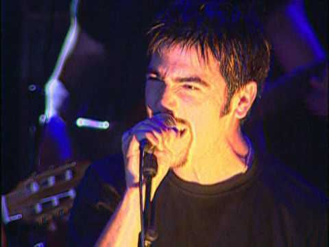 Music video by Estopa performing Tu Calorro (Videoclip). (C) 2001 BMG Music Spain, S.A.