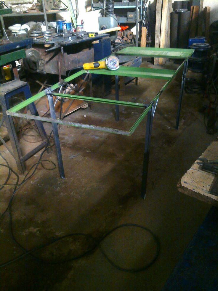 A partir de una puerta de hierro, voy a hacer una mesa.