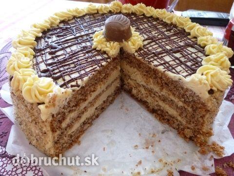 Orechová torta s karamelovo-kávovou náplňou - Skvelá tortička, ktorá určite poteší každého oslávenca.