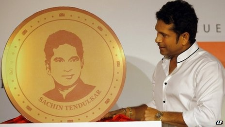 Sachin Tendulkar unveils gold coin engraved with his face