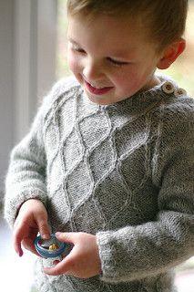 Sweater 1 til 12 år , 19 m p 4,5. Nedefra og op, knapper på venstre skulder