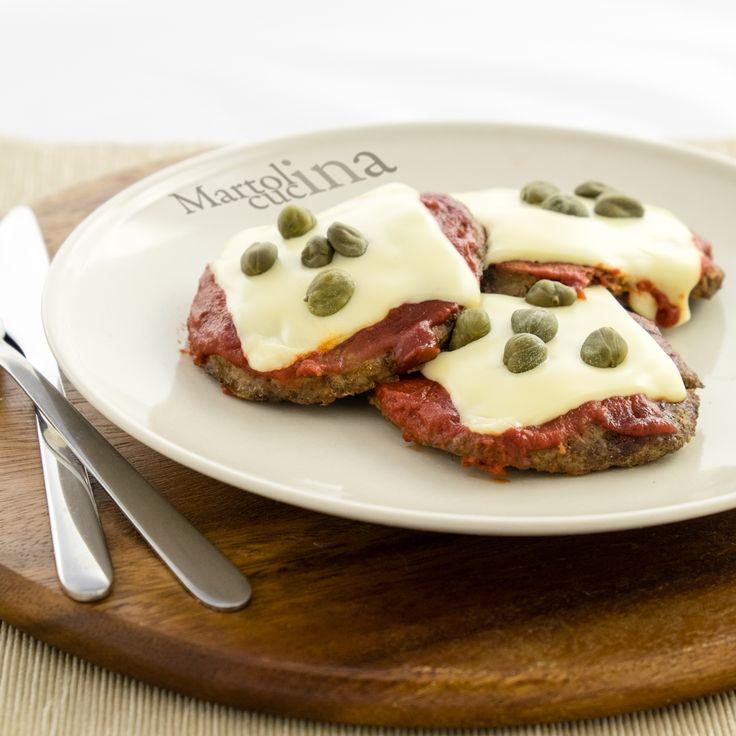 HAMBURGER ALLA PIZZAIOLA #hamburger #pizza #pizzaiola #sottilette #capperi #pomodoro #carne #secondo #bambini #ricettafacile #macinato #ricettaveloce